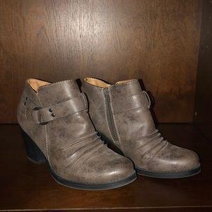Natural Soul gay heeled booties